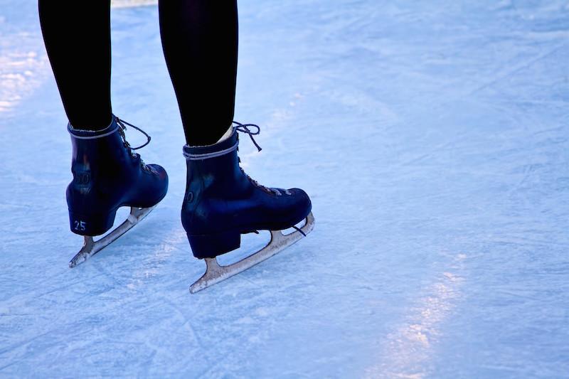 菊池彩花 怪我:スケート靴で!結婚もAKBもゴルフも別人です。